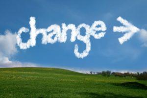 空に浮かぶchangeの文字