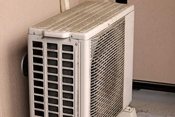 エアコンの室外機を掃除する